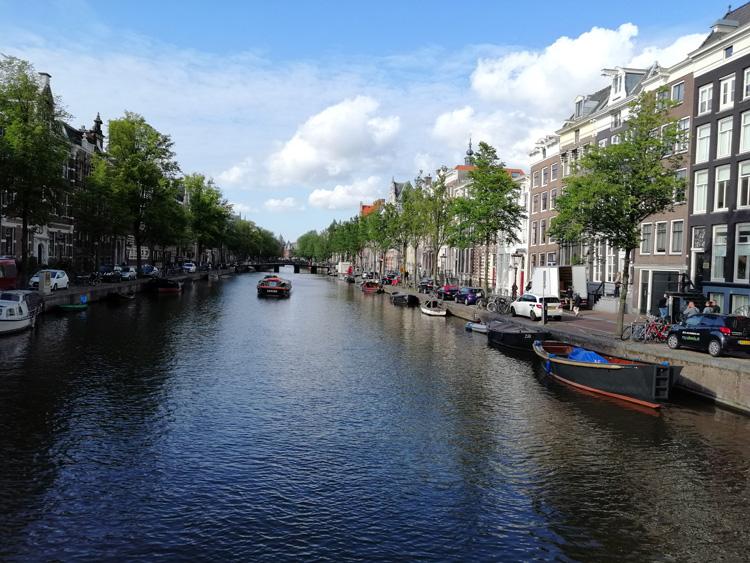 canal-amsterdam-01