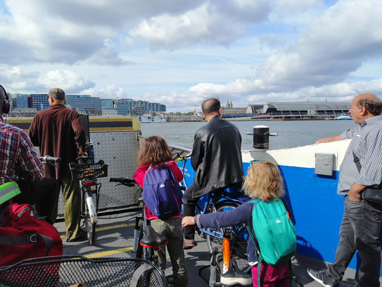 ferry-velos-amsterdam